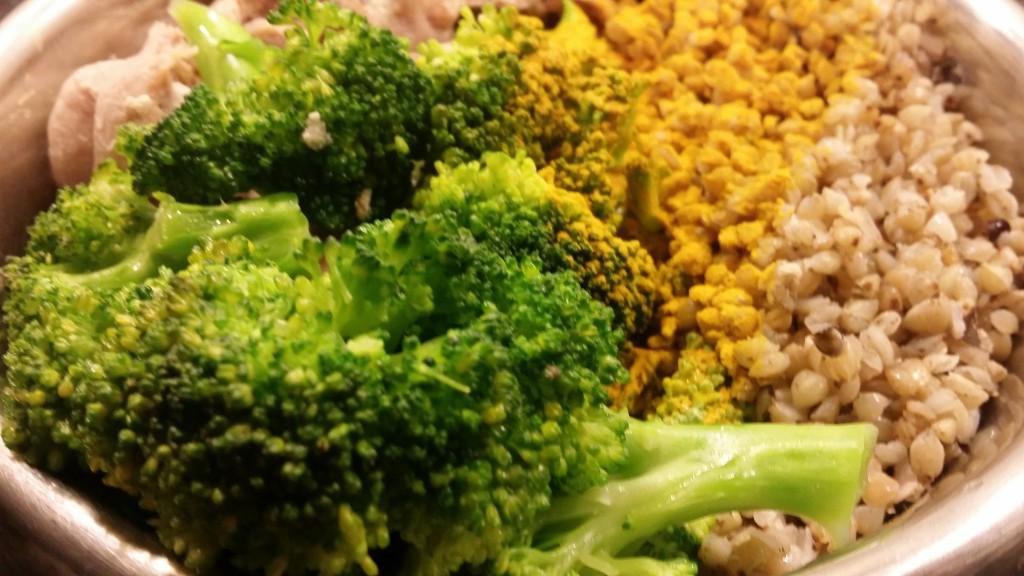Zdrava hrana za pse: kurkuma, ajdova kaša, brokoli.