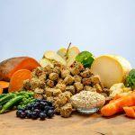 Kako popestriti in uravnotežiti pasje obroke?