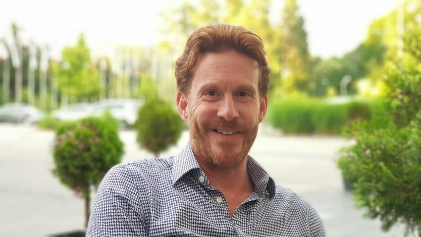 Dr. Nick Thompson je med drugim tudi predsednik Raw Feeding Veterinary Society.